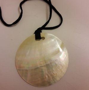 Vintage mop shell pendant necklace
